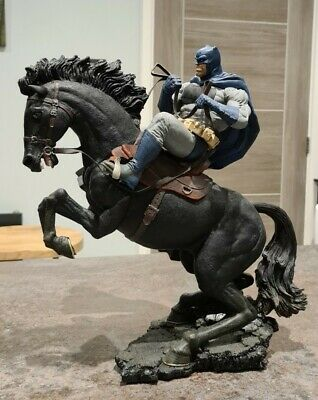 Batman Dark Knight Returns Call To Arms Statue • 120£