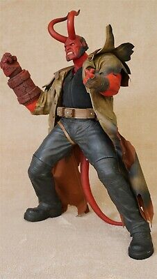 Hellboy 18  Action Figure With Horns, Coat And Gun - Produced By Mezco 2004 • 21£